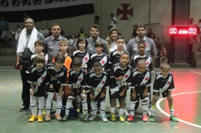 Futsal  Sub-9 goleia o Flamengo e Sub-13 empata com o Flu no ... d91ba7830e3da